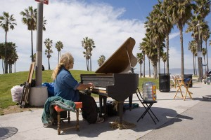 venice-beach-piano-man